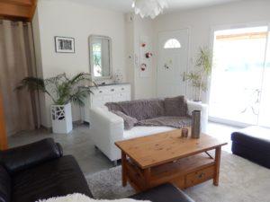 Décoration et aménagement intérieur salon simple et intemporel