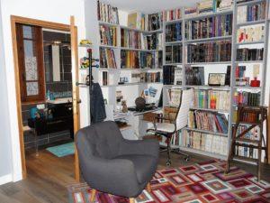 bureau bibliothèque et salle de bains après