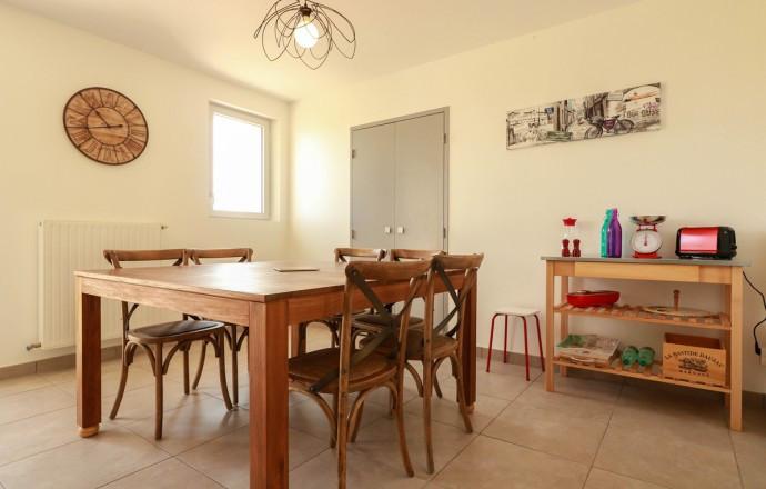 Déco séjour ferme lauragaise vue espace repas cuisine