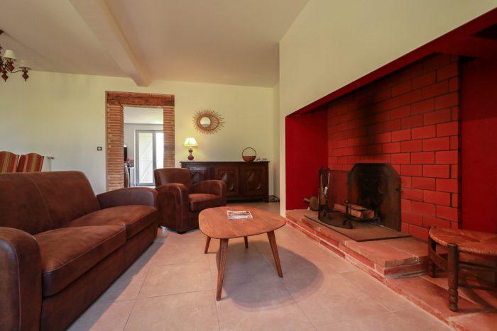 Déco séjour ferme lauragaise vue salon cheminée